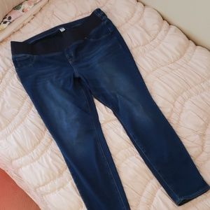 Old Navy Low Panel Maternity Jeans size 18